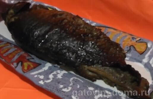 Свежая речная копченая рыба для салата мимоза