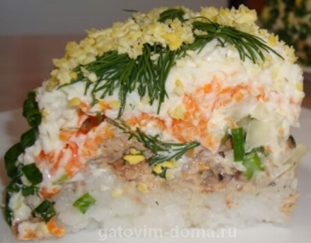 Вкусная слоеная мимоза с сайрой и рисом