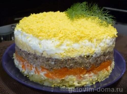 Превосходный рецепт салата мимоза с сайрой и сыром