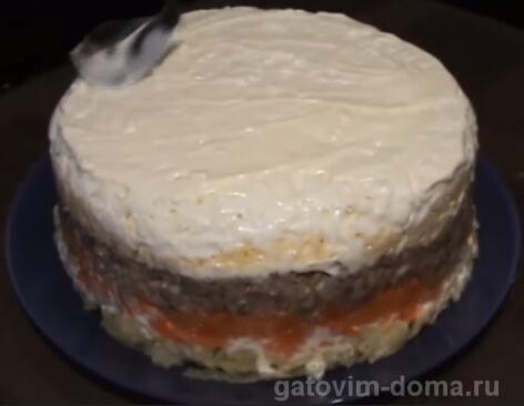 Готовые слои салата мимоза с сайрой и сыром