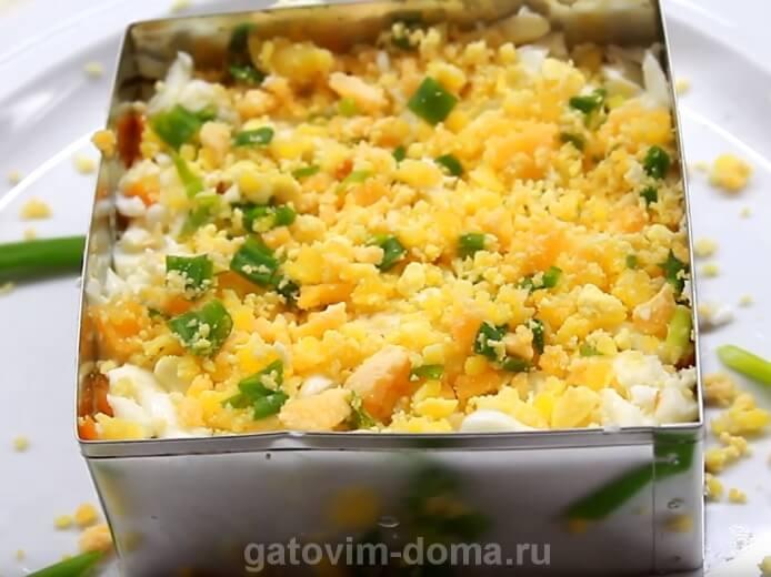 Украшаем классический салат мимоза с горбушей