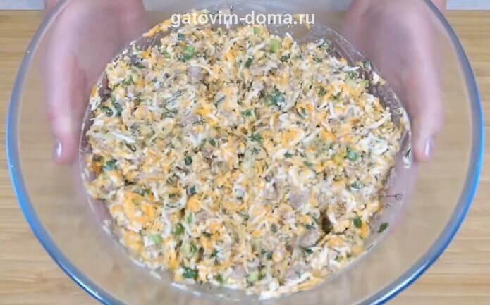 Очень вкусный повседневный салат Обжорка с говядиной и солеными огурцами