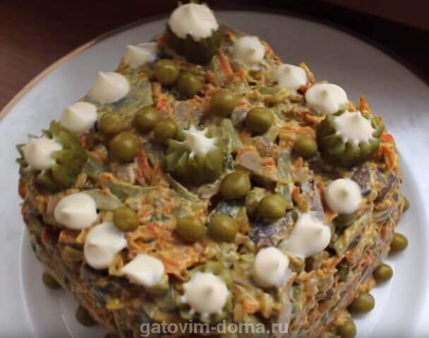 Красивый праздничный салат Обжорка с печенкой