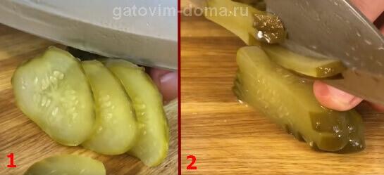 Нарезка зеленого соленого огурца тонкой соломкой