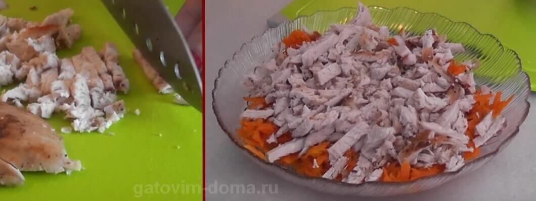 Жареная нарезанная курица в салате Обжорка