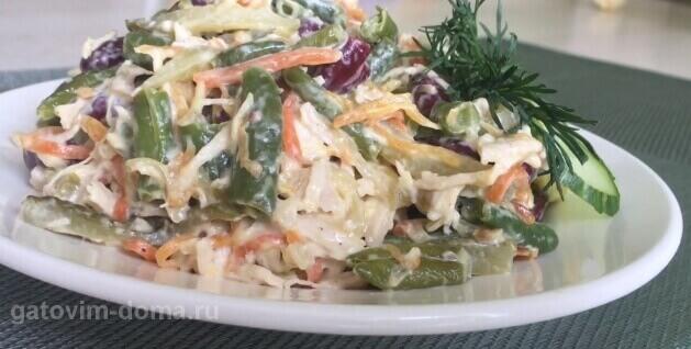 Вкусный и сытный салат Обжорка с курицей и красной фасолью