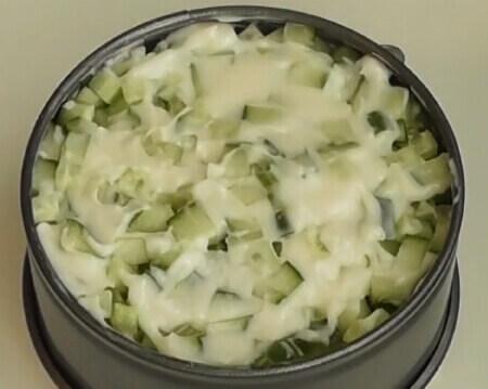 Слой огурцов в майонезе для приготовления слоеного салата
