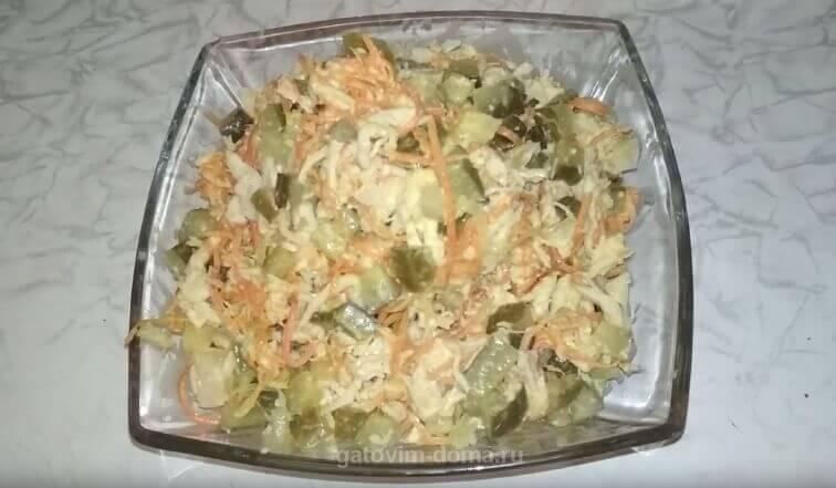 Рецепт приготовления салата Обжорка с курицей и солеными огурцами