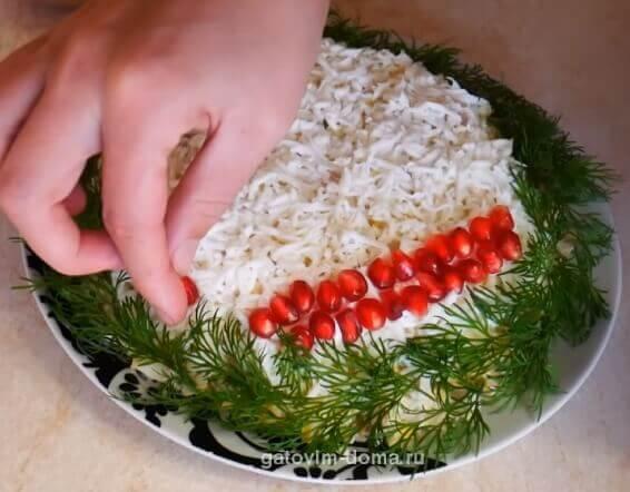 Как украсить новый салат новогодний шар к новому году