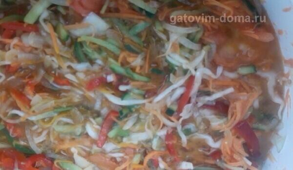 Ароматный вареный витаминный салат для последующей заготовки на зиму