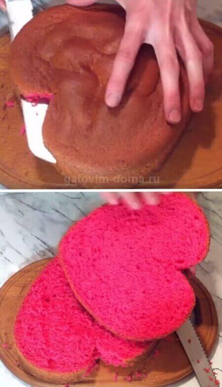 Срезаем верхнюю шапку с коржа в форме сердечка