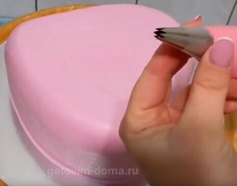 Насадка звездочка 5 мм с розовым кремом для украшения торта