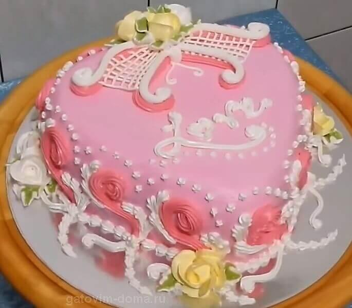 Красивое оформление торта в виде сердца на 14 февраля любимому человеку
