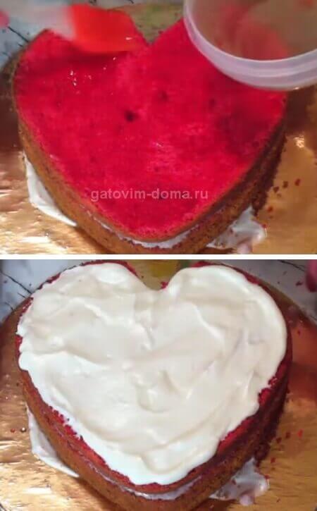 Пропитываем и смазываем коржи для сборки торта в виде сердечка