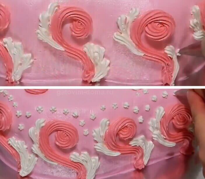 Белые ракушки и точки из крема на боках торта