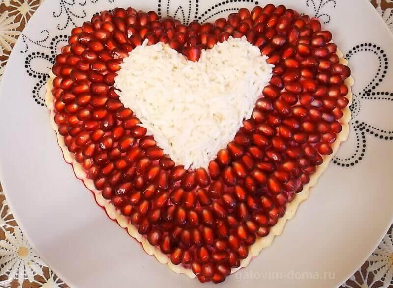 Пошаговый рецепт приготовления красивого салата с гранатом на день всех влюбленных