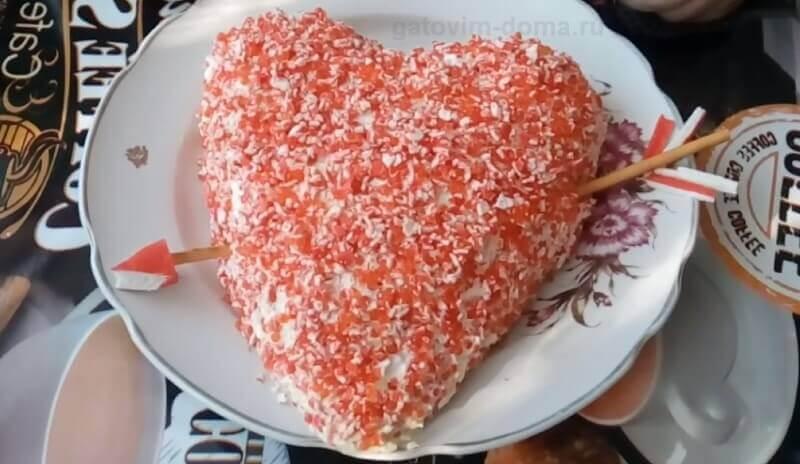 Рецепт интересного салата в виде сердца с грибами к 14 февраля
