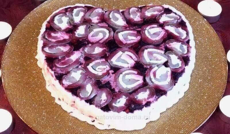 Бесподобно вкусная сельдь под шубой в виде сердца украшенная очень красиво