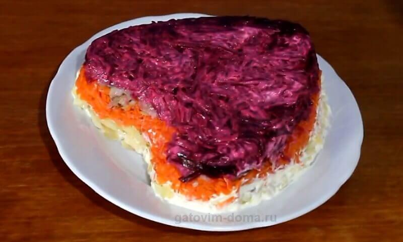 Простой рецепт приготовления селедки под шубой с копченой рыбой ко дню святого Валентина