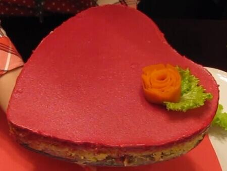 Салат селедка под шубой в виде сердца ко дню всех влюбленных и святого Валентина