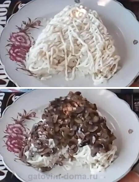 Слой порезанных грибов шампиньонов в салате в виде сердца