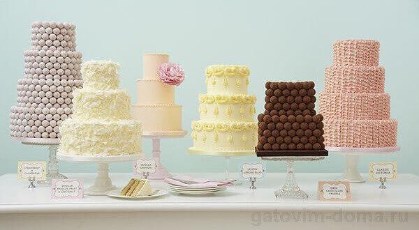 Как выглядят высокие многоярусные торты на столе
