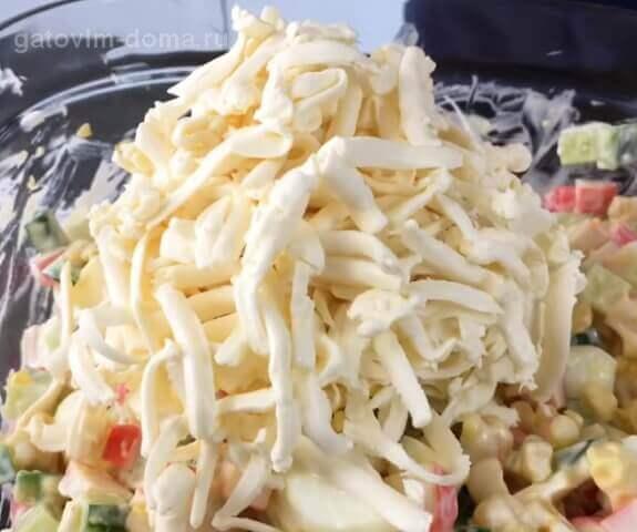 Длинные полоски в салате от натертого плавленного сырка