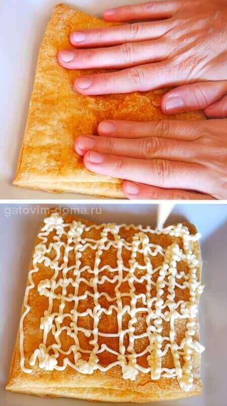 Прессуем руками выпеченный слоеный корж и заправляем его сеткой майонеза