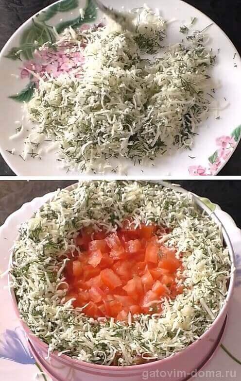 Делаем сырно-укропную смесь и украшаем ею слоеный праздничный салат