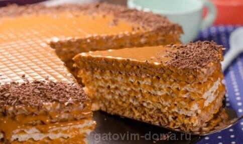 Вид вафельного торта со сгущенкой