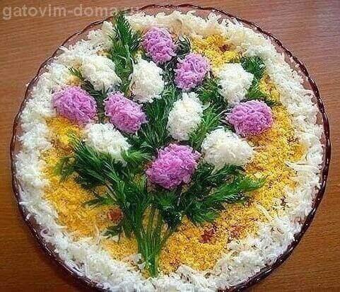 Красивое оформление салата Весенний букет на праздничный стол