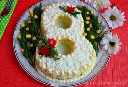 Красивое украшение салатов к 8 Марта для любимых женщин