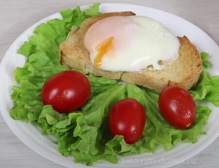 Яйцо пашот из микроволновки на хлебе