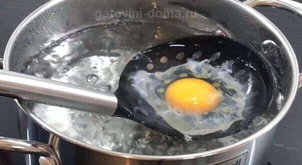 Простой рецепт приготовления яйца пашот в шумовке без уксуса и пищевой пленки