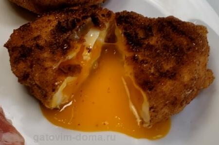 Жареное панировочное яйцо Пашот в разрезе