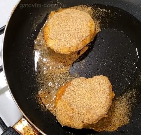 Жарим панировочные яйца Пашот на сковороде