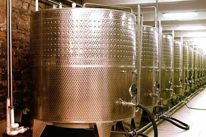 Большие емкости для производства игристого вина по методу Асти