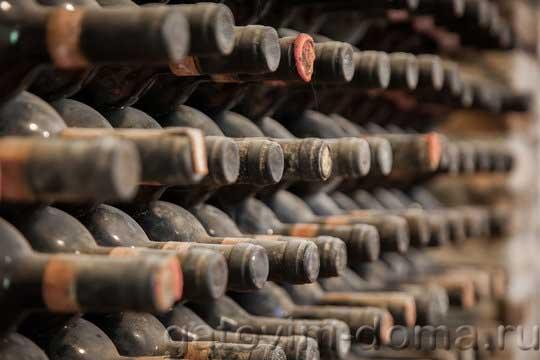 Выдерживание вина на осадке в стеклянных бутылках