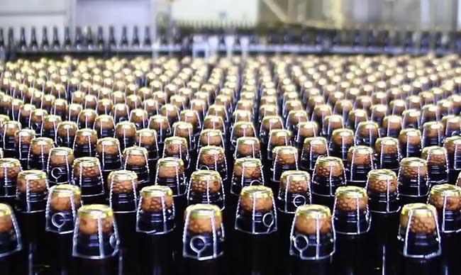 Закупоренные бутылки шампанского