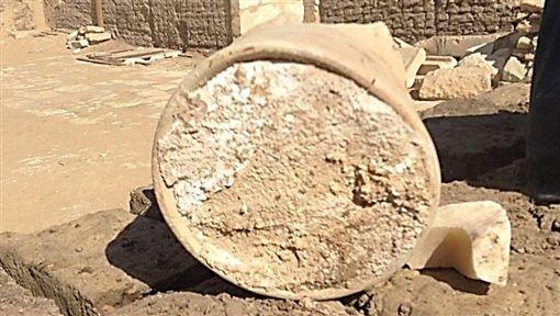 Найденный большой древний сыр в Египте