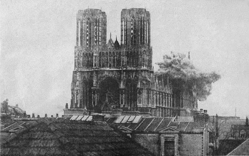 Артиллерийский обстрел собора Нотр-Дам-де-Реймс в годы Первой Мировой войны