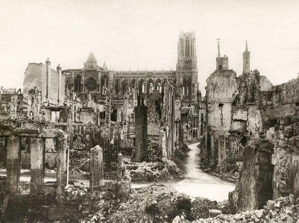 Разрушенный город Реймс после Первой Мировой войны